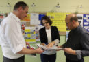 Sorbische Infomappe und Bücher überreicht – Oberschule erhält erstes Exemplar