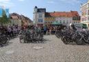 Versteigerung von Fahrrädern auf dem Senftenberger Markt
